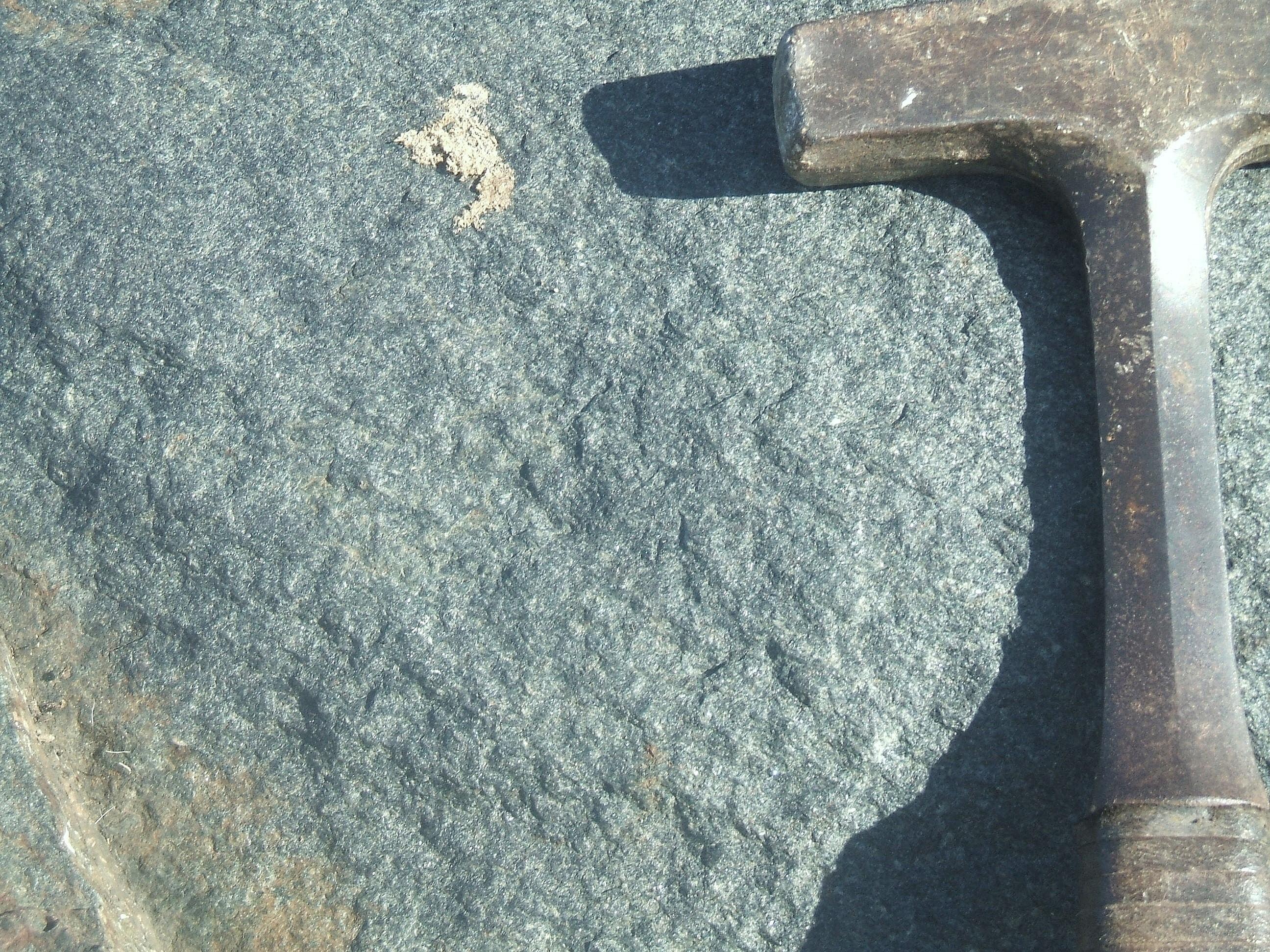 Afloramiento de jade jadeítico en el mélange de la sierra El Convento, en el oriente de Cuba